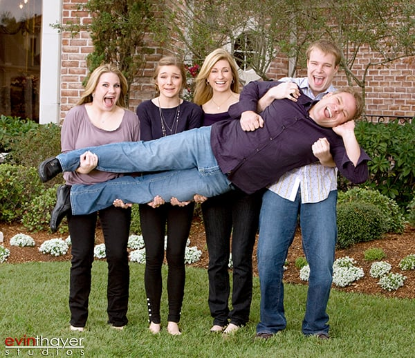 Fun_Family_portraits_outdoor_at_Houston_home