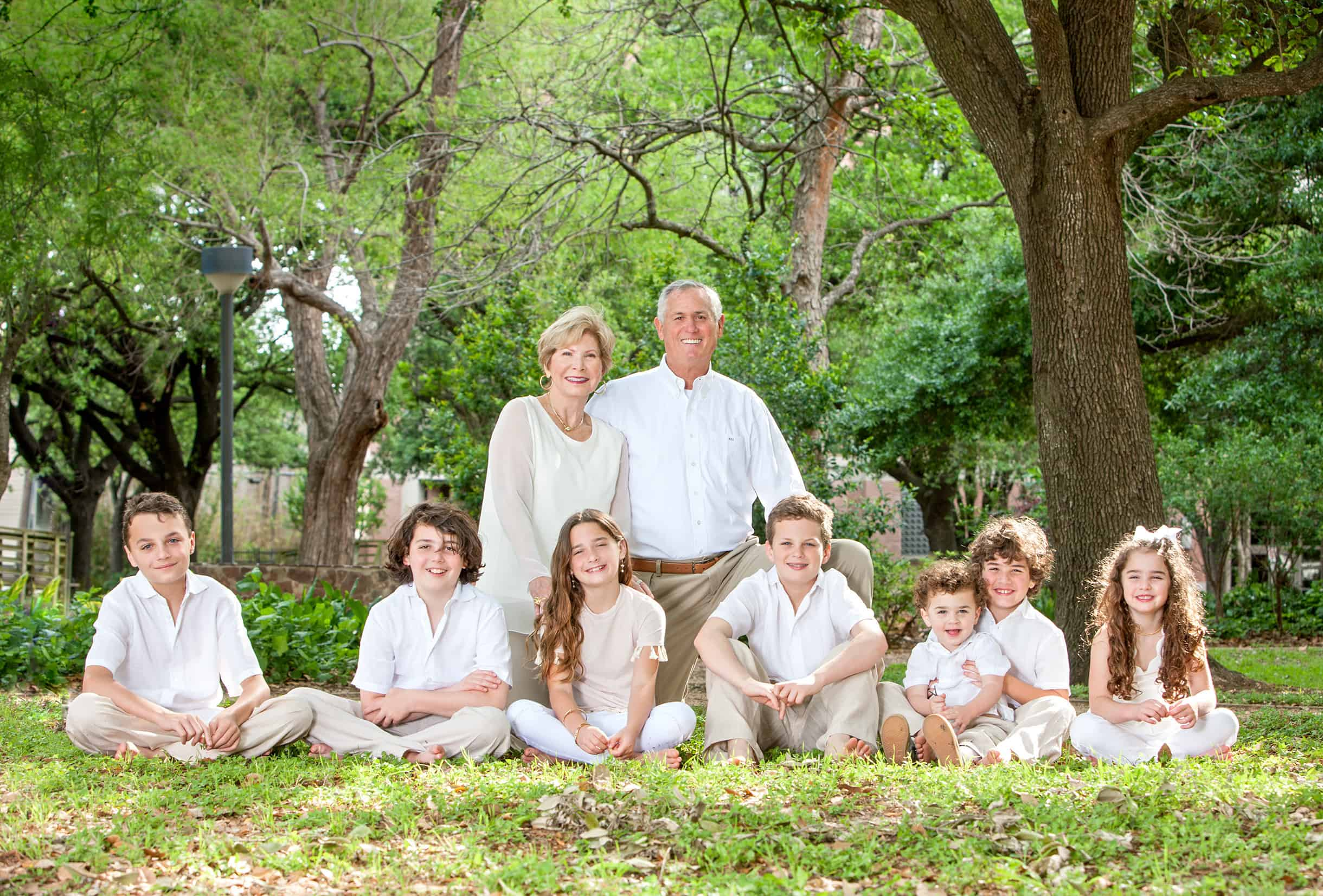 Houston-photography-grandparents-with-all-the-grandchildren