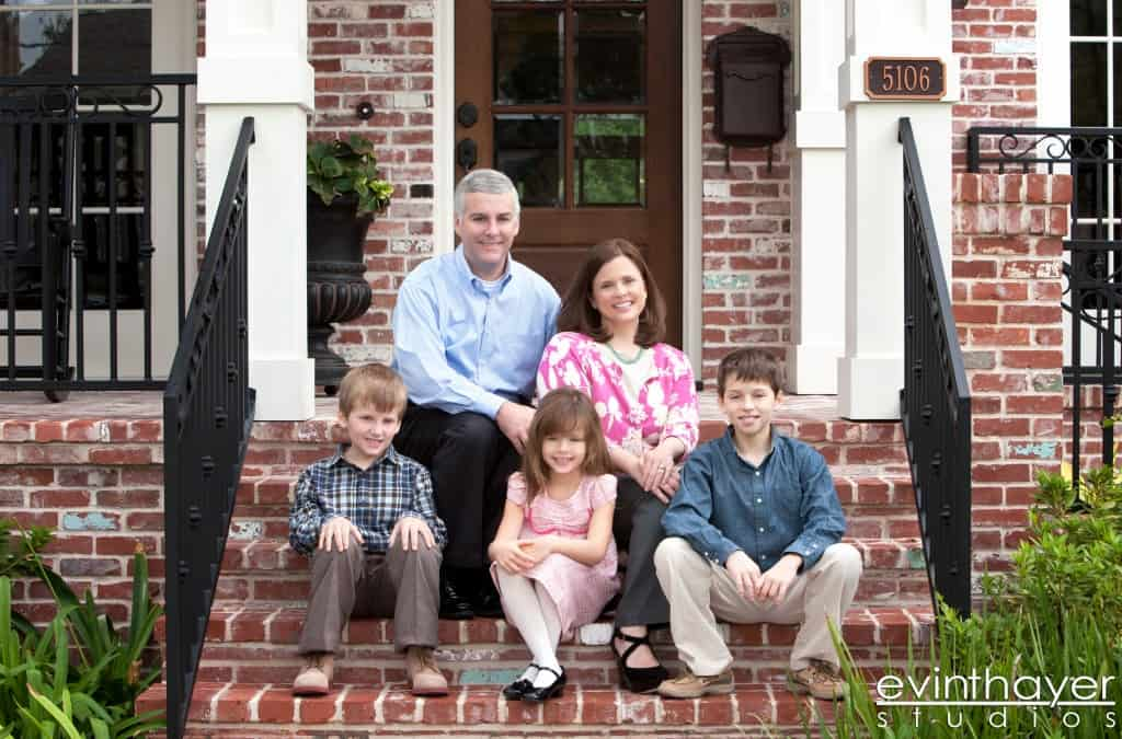 Outdoor_Family_Portrait_on_porch-1024x675