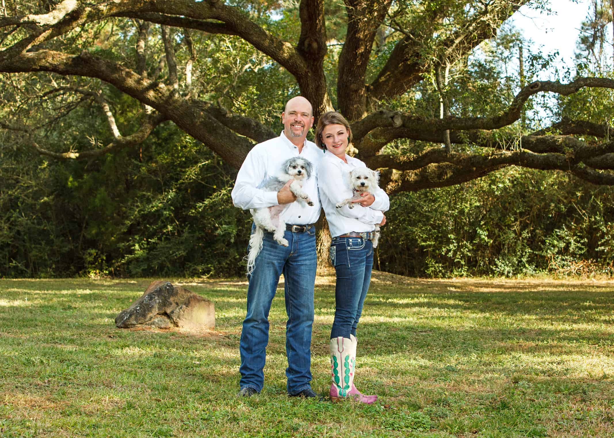 Outdoor-home-photography-couples-Houston-ranch