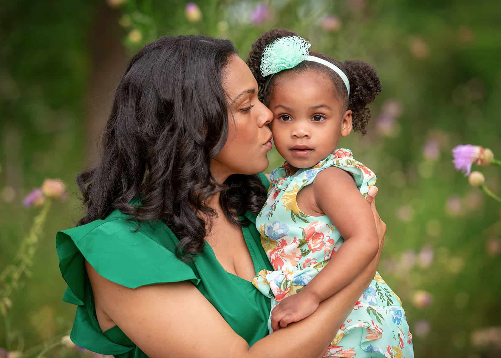 Mom and daughter in the spring at the Houston Arboretum for photoshoot