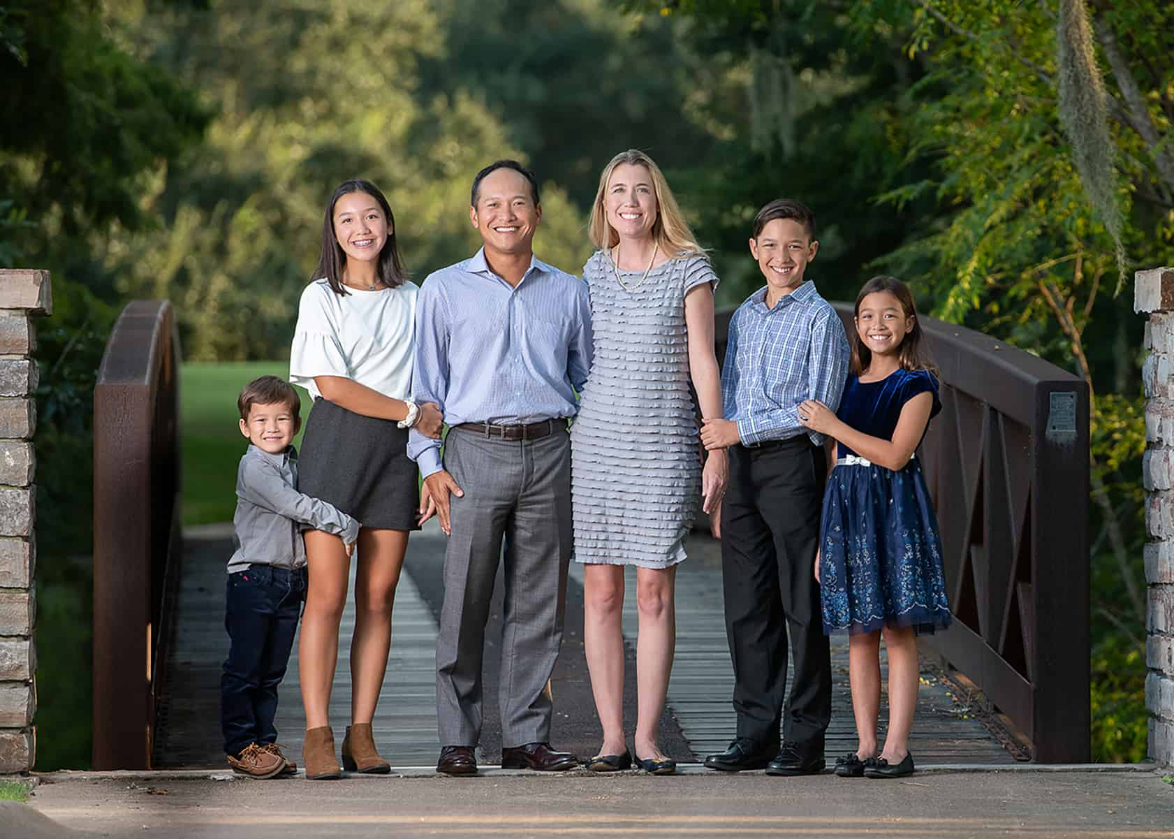 Family of 6 at golf course for photoshoot
